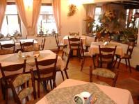 ZUM BURGTÖRLE Restaurant/Pension