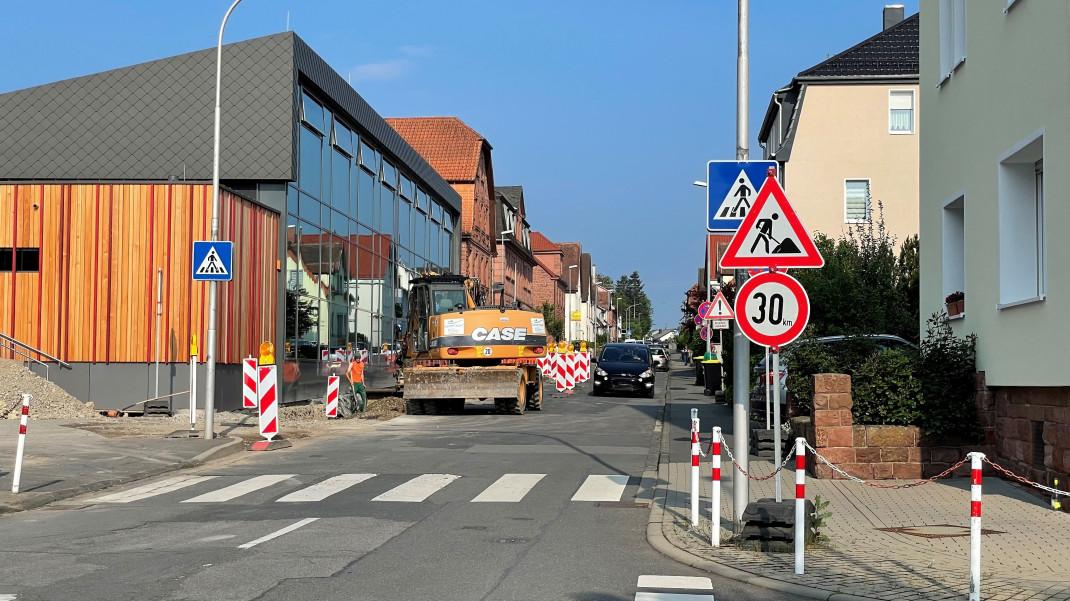 Das Bild zeigt die Friedrich-Ebert-Straße mit dem anzupassenden Fußgängerüberweg.